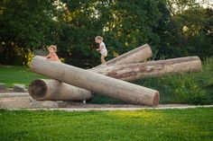 fallen-log-playground-natural-outdoor-playspace - Earthscape Play