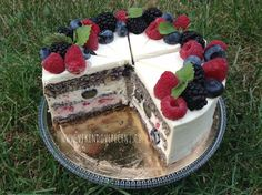 Makový dort s ovocem (bez mouky) Home Recipes, Quinoa, Cheesecake, Food And Drink, Dessert Recipes, Low Carb, Gluten Free, Baking, Birthday