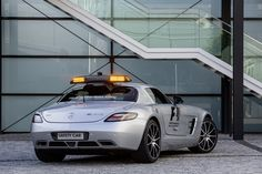 Formula-1-upgrades-their-safety-car-2013-Mercedes-Benz-SLS-AMG-GT-recruited-Photos-8.jpg