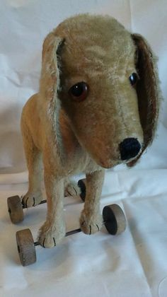 STEIFF RARE TREFF DOG ON WOODEN WHEELS FF BUTTON