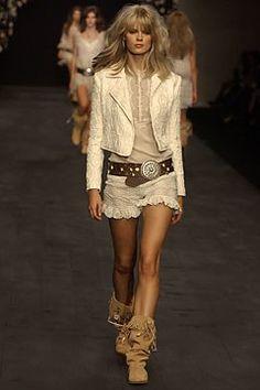 Anna Molinari Spring 2004 Ready-to-Wear Fashion Show - Julia Stegner, Anna… Julia Stegner, Anna, Vogue, Models, Ready To Wear, Sequin Skirt, Fashion Show, Runway, Beauty