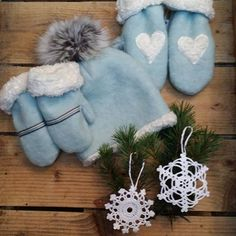 Nå er vi klar for julemarked🎄 på Sund Senter i morgen 10. desember. Vi har vært riktig flittige og har mye fint med oss, blant annet varme og gode ullvotter og -luer med mykt bomullsfôr😊   #julemarked #ullvotter #luemeddusk #snøkrystaller #hekle #sy #strikke #håndlaget #håndarbeid #stoffogstil #flittigelise #flittigeliseno