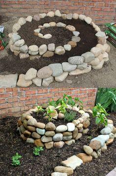 Gartenspirale aus Steinen - Gemüseanbau