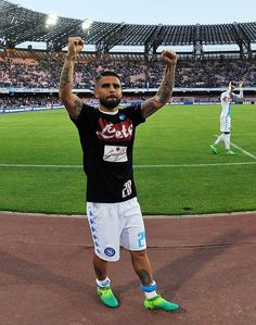 Player of SSC Napoli Lorenzo Insigne celebrates the victory after the Serie A match between SSC Napoli and Cagliari Calcio at Stadio San Paolo on May 6, 2017 in Naples, Italy.