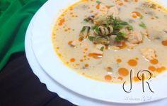 Supa tailandeza cu fructe de mare, somon si lapte de cocos | Jurnal de reţete