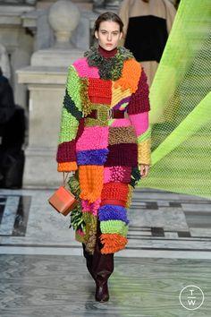 Roksanda Fall 2020 Ready-to-Wear Fashion Show, Roksanda Fall 2020 Ready-to-Wear Collection - Vogue. Knitwear Fashion, Knit Fashion, Fashion Outfits, Fall Fashion, Stylish Outfits, Fall Collection, Fashion Show Collection, Fashion 2020, Runway Fashion
