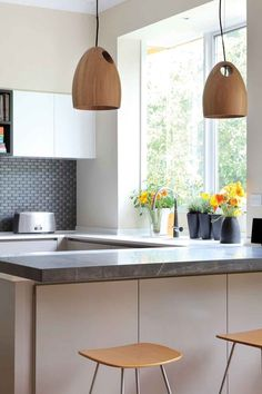 Tips for making sustainable kitchen modern 2019 16 Clear Glass Pendant Light, Small Pendant Lights, Wood Pendant Light, Bright Kitchens, Cool Kitchens, Timber Bar Stools, Smart Kitchen, Kitchen Modern, Unique Lighting