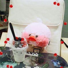 Duck and ice cream Little Duck, My Little Pony, Mochi, Cute Ducklings, Duck Toy, Baby Icon, Disney Phone Wallpaper, Kawaii Plush, Baby Ducks