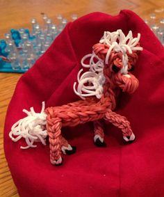 Rainbow Loom HORSE. Designed and loomed by Donna Lorber. (Rainbow Loom FB page). See another Pin for construction hints. No tutorial.