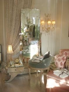 gotta love this Paris-inspired boudoir:)
