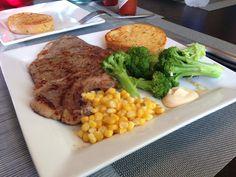 Steak dinner with veggies!