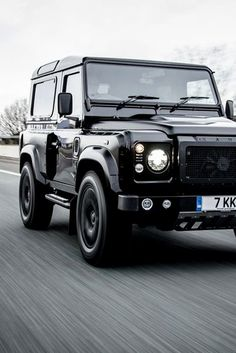 Land rover Defender 90 random inspiration all black. So nice!