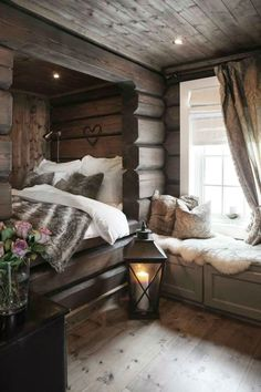 Slik skal soverommet i hytten være! Cabin Homes, Log Homes, Home Bedroom, Bedroom Decor, Woodsy Bedroom, Bedrooms, Estilo Country, Home And Deco, Cozy House
