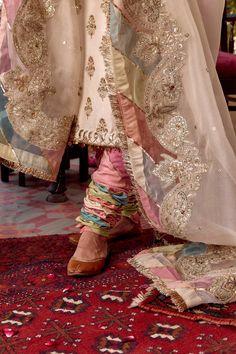 Stylish Dress Book, Stylish Suit, Stylish Dress Designs, Stylish Dresses, Pakistani Fashion Party Wear, Pakistani Wedding Dresses, Indian Dresses, Indian Outfits, Indian Fashion
