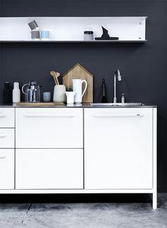 kitchen - black & white - metal shelf - modern