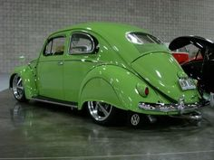Check out the factory options and accessory on this VW BEETLE. v@e