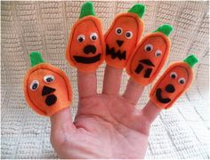 Art Threads: Wednesday Sewing - Felt Pumpkin Finger Puppets make some for Halloween AND Thanksgiving - make a bunch for your child's teacher to give to the students for creating their own stories - give as part of the candy gifts taping one to each candy offering - place at kid's table or place setting for kids to have something to do as they wait for the Turkey to appear ..