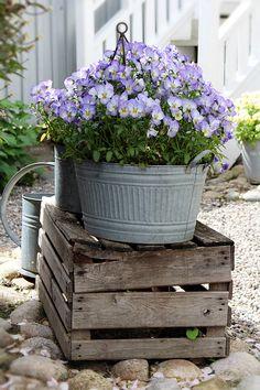 Buona sera…  Vi lascio le immagini della bella casa di Anna, in Svezia…                                                ...