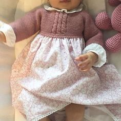 Baby Clothing Set: Romper, Collar, Bonnet And Booties Get the look: This complete baby clothing set includes- Romper With Crochet Bodice Ruffle Col Knitting For Kids, Baby Knitting Patterns, Toddler Fashion, Kids Fashion, Crochet Baby, Knit Crochet, Retro Mode, Baby Coat, Knitted Baby Clothes