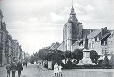 Groote Markt met het standbeeld van Minckelers en den toren den St. Mathiaskerk