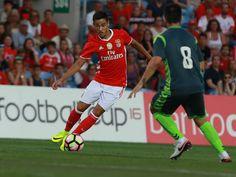 SLB - Notícias: Sport Lisboa e Benfica empresta dois jogadores