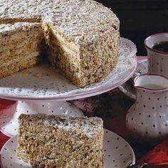 Straubinger Agnes-Bernauer-Torte Rezept für 1 Torte Einkaufsliste Für den Teig: 7 Eiweiß, 220 g Zucker, 70 g Puderzucker, 1 Päckchen Vanillezucker, 40 g Mehl, 200 g gemahlene Mandeln, 1 Prise...