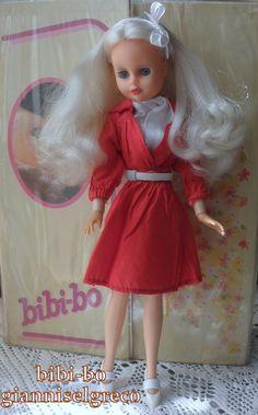 Η bibi-bo είναι μία κούκλα μόδας με πολλά ρούχα. The bibi-bo is a fashion doll with lots of clothes. Le bibi-bo est une poupée de mode avec beaucoup de vêtements. Der bibi-bo ist ein Fashion-Puppe mit viel Kleidung.
