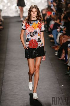 Naeem Khan Spring-summer 2015 - Ready-to-Wear - http://www.flip-zone.net/fashion/ready-to-wear/fashion-houses-42/naeem-khan-4911 - ©PixelFormula