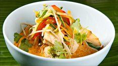 En curry kan være så mangt. Ikke trenger den å være spesielt sterk heller, selv om den har mange typer krydder i seg. Her har vi brukt steinbit, men du kan gjerne bruke annen fisk.