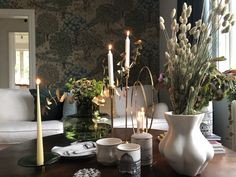 Tapet från William Morris William Morris, Candles, Flowers, Instagram, Home, Ad Home, Candy, Homes, Candle Sticks