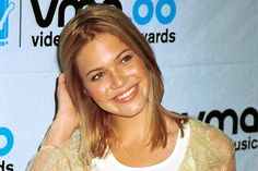 Mandy Moore is teaming up with This Is Us co-showrunners Isaac Aptaker and Elizabeth Berger to develop a series based on Moore's life in the late Walk To Remember, Teenage Daughters, Mandy Moore, The Hollywood Reporter, Tv Guide, This Is Us, Nostalgia, Tv Shows, Singer