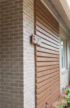 Stained Brick Exterior, Wall Exterior, Brick Facade, Modern Exterior, Brick House Colors, Exterior House Colors, House Front Design, Yard Design, House Address Numbers