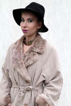 Płaszcz z Futerkiem www.killmint.com #płaszcz #vintage #stylizacja #streetstyle #shopvintage #coat #longcoat #vintagecoat #fur #furcoat #hat #bizu #kolia #płaszczdwurzędowy #makeup #vintage #nastygal