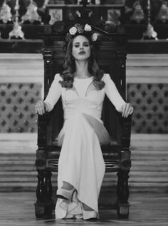 OH MY GOSH YES, my fave picture of her. Lana Del Rey - Born to die