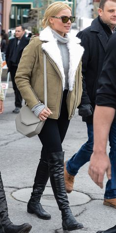 Margot Robbie in an IRO coat, turtleneck sweater, J Brand jeans and Stuart Weitzman boots Margot Robbie, Fur Lined Coat, Cold Weather Fashion, Hollywood, Autumn Winter Fashion, Winter Style, Fall Fashion, Boho Fashion, Mode Style