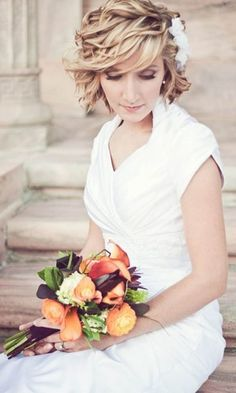 Capelli corti: Sfoglia su Matrimonio.it le bellissime collezioni e foto di acconciature per sposa e scegli la pettinatura speciale per il tuo matrimonio.