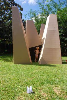 diy tutorial - cardboard cubby house for kids
