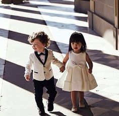 Flower Boy and Page Boy throw petals when the bride and groom enter the scene. When the wedding marches, the bride and groom are looking forward to entering the stadium. Fantasy Wedding, Dream Wedding, Wedding Scene, Ring Boy, Ring Bearer Outfit, Wedding With Kids, Wedding Groom, Wedding Ceremony, Marie