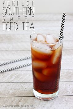 Cool off this Summer with a nice, big glass of this Perfect Southern Sweet Iced Tea! There's a simple trick to keep it from being bitter.-good I do not like bitter iced tea Refreshing Drinks, Summer Drinks, Cold Drinks, Beverages, Tea Drinks, Summer Snacks, Sweet Tea Recipes, Iced Tea Recipes, Sweet Tea Recipe With Baking Soda