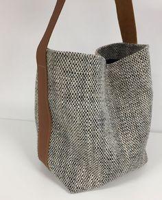 Bucket bag canvas tan leather / Shopper bag ecru black matted fabric worn on leather shoulder / Leather shoulder bag sportswear style