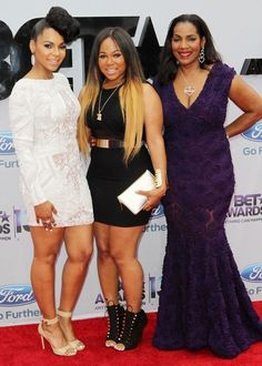 Ashanti with mother and sister
