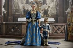 The Musketeers series 3x10. Queen Anne with the young King address the people of Paris. BBC/Dusan Martincek.