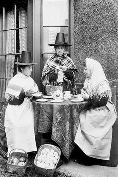 Welsh women enjoying their tea. Old Photos, Vintage Photos, Welsh Lady, Wales Uk, North Wales, Saint David's Day, Brave, Cymru, My Heritage