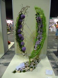 Floral Art - Expo Internationale NAFAS 2009  ~ Marie Francoise Deprez    Jeux de fleurs