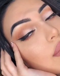 How to apply eyeliner like a PRO! -How to apply eyeliner like a PRO! Apply eyeliner looks so easy with this tutorial! See it Source by The post How to apply eyeliner like a PRO! -How to apply eyeliner l& appeared first on Summer Make-Up. Eye Makeup Tips, Eyebrow Makeup, Makeup Videos, Skin Makeup, Makeup Inspo, Eyeshadow Makeup, Makeup Inspiration, Beauty Makeup, Makeup Tutorial Videos