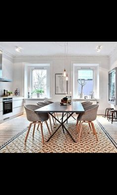 my scandinavian home: Love the rug and open space and dining room chairs Kitchen Living, New Kitchen, Sweet Home, Deco Design, Scandinavian Home, Scandinavian Apartment, Kitchen Tiles, Design Kitchen, Beautiful Kitchens