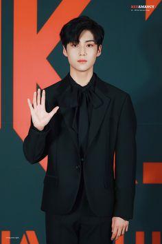 Handsome Faces, Kihyun, 3 In One, Asian Boys, Kpop Boy, Boys Who, Korean Singer, My Boyfriend, New Music