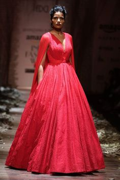 Scarlet Bindi - South Asian Fashion and Travel Blog by Neha Oberoi: AMAZON INDIA FASHION WEEK AUTUMN/WINTER 2016: DAY 1 - HEMANT & NANDITA, GAURAV GUPTA, SHANTANU & NIKHIL