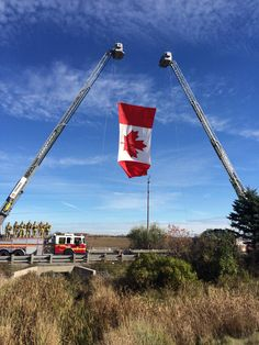 Highway of Heroes Oct 2014 as the body of Corporal Nathan Cirillo passes on his way home to Hamilton for his service on Oct He was gunned down at the Tomb of the Unknown Soldier in Ottawa as he stood on guard. Native Canadian, I Am Canadian, Canadian History, Ottawa, All About Canada, West Liberty, Unknown Soldier, Lest We Forget, World View