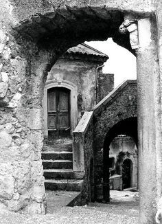 Places Around The World, Around The Worlds, Painting Corner, Building Drawing, Vintage Italy, Ancient Egyptian Art, Vintage Photographs, Black And White Photography, Old Photos